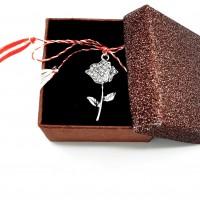APS19-ACGS27 Martisor pandant trandafir argintiu in cutiuta