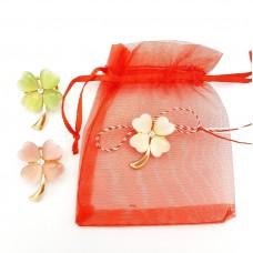 (ABGS33-AY07) Martisor brosa Floare Perlata in saculet