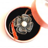 ABSL07-ACGL01 Martisor brosa Perla Vintage in cutiuta